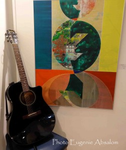 """Frazer Kennedy guitar and painting by Viktor Majdandzic at La Galleria Pall Mall, """"High Time"""" CD launch in December 2013"""